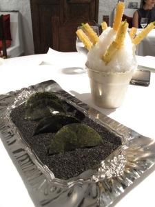 Caña de mojito y caipirinha y empanadilla de nori y sésamo